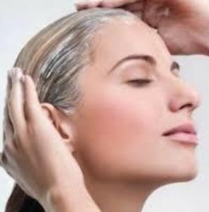 頭皮をシャンプーするイメージ