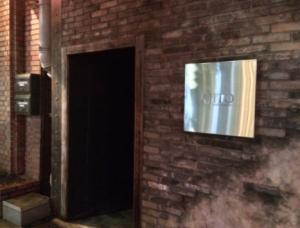 西麻布ラウンジアジトの正面入口