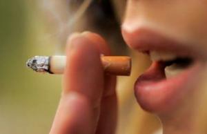 喫煙による歯の黄ばみ